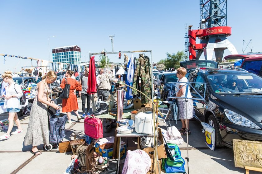 IJ-Hallen Amsterdam: Europe\'s largest flea market in Amsterdam