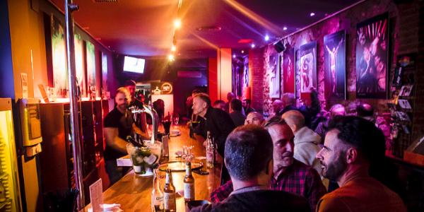 Gay Bars in Barcelona: Hier gibt´s Sexy Jungs und die besten Drinks & Cocktails